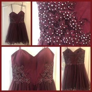 Gorgeous NWT Windsor Party Dress size 7 Burgundy